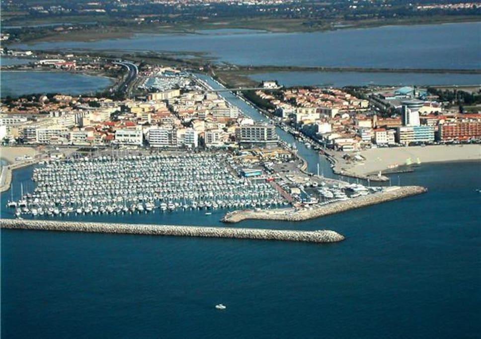 vue du port et de la plage - maison à 50m