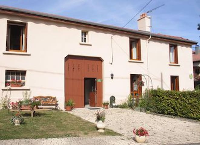 vaste maison,tt confort  au calme à la campagne