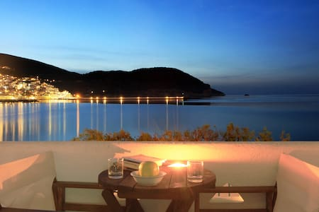 Seafront family apartment with views & shared pool - Skopelos