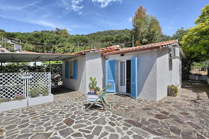 Mediterranean Holiday Home with Air Conditioning & Terrace with Sea View; Parking Available, Pets Allowed