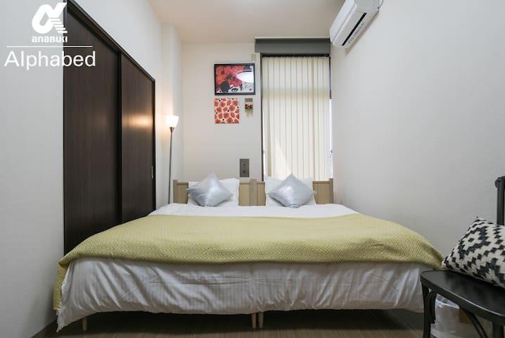キングサイズのマスターベッドルーム