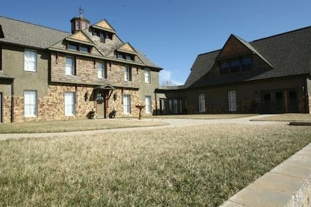 Large home with private setting - Kingsport - Dom