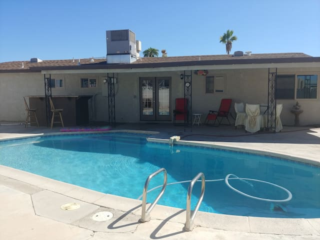 Mariposa of the Desert-Heart of the City Pool Home