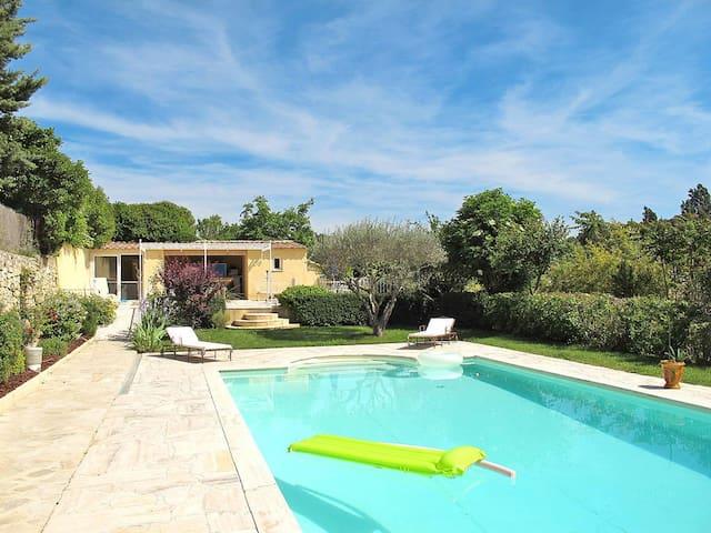 Jolie villa proche d'Aix avec piscine jacuzzi