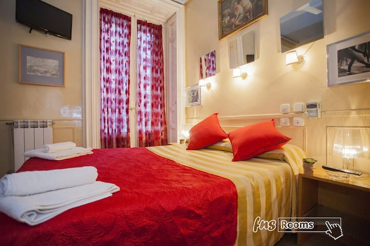 Habitacion matrimonial con baño privado y desayuno