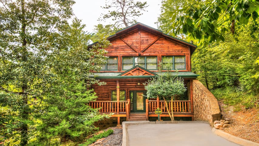 Luxury 2 Story Cabin 1 Bedroom In Gatlinburg Falls