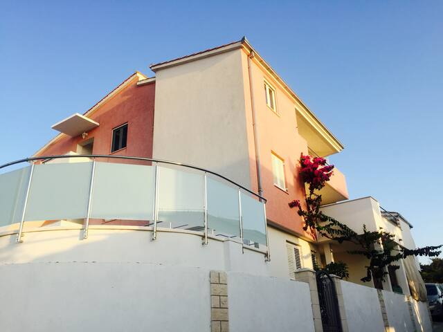 Villa Linda (house)- pool, sun deck, beach - Ražanj - Casa