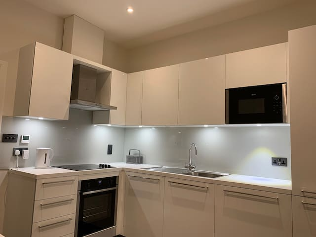 Modern And New 1 Bedroom Apartment Oxford Street