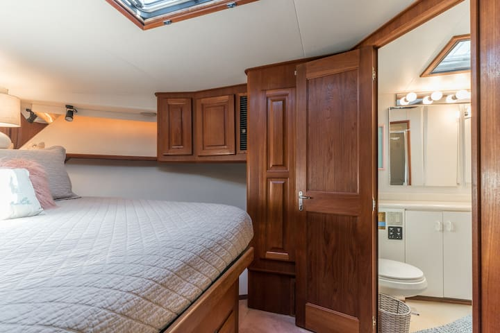 Master Stateroom and Bath