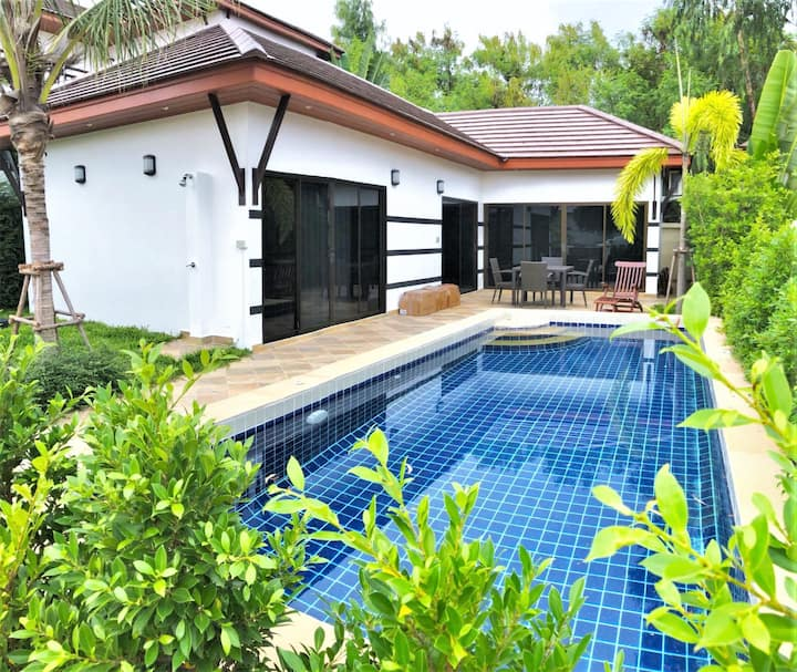 Private Pool Villa in Lovely Beach Environment