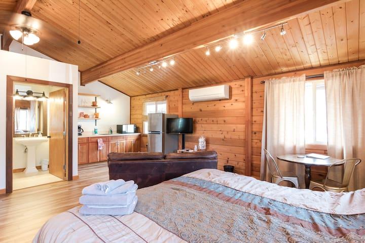 Modern Rustic Cedar Chalet w/AC