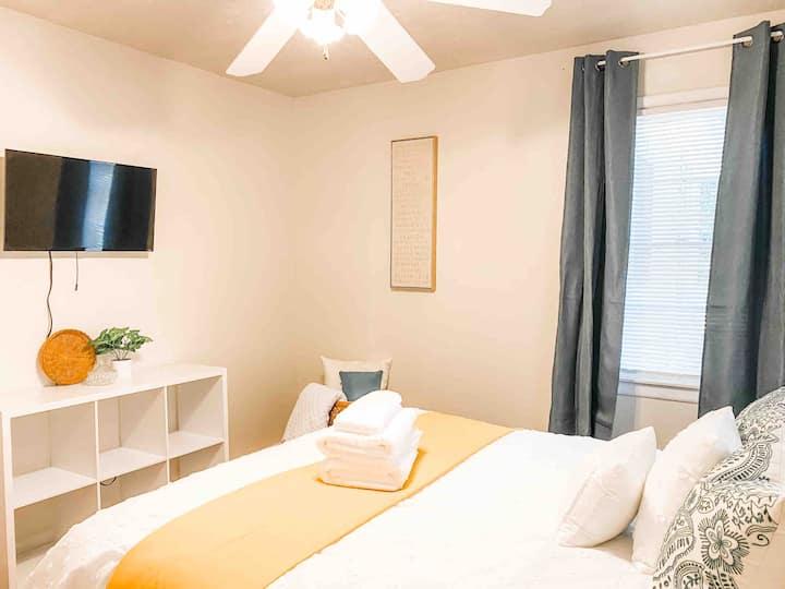 Private Large Bedroom blocks from FSU