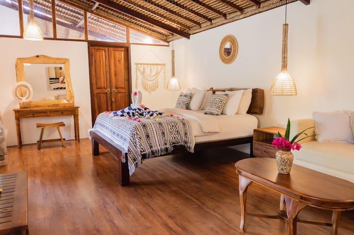 3 bedrooms villa+breakfast close to Gili islands