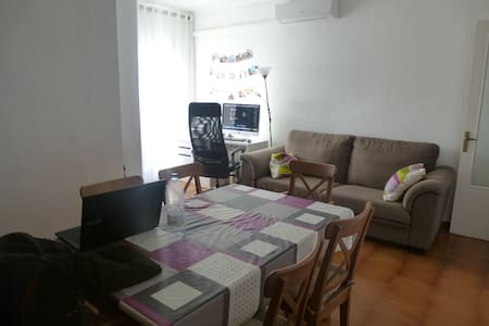 Double room 5 minutes to La Pedrera - Wohnung