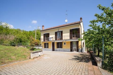 Villa Ciraldo x8 omgivet af grønt i Monferrato