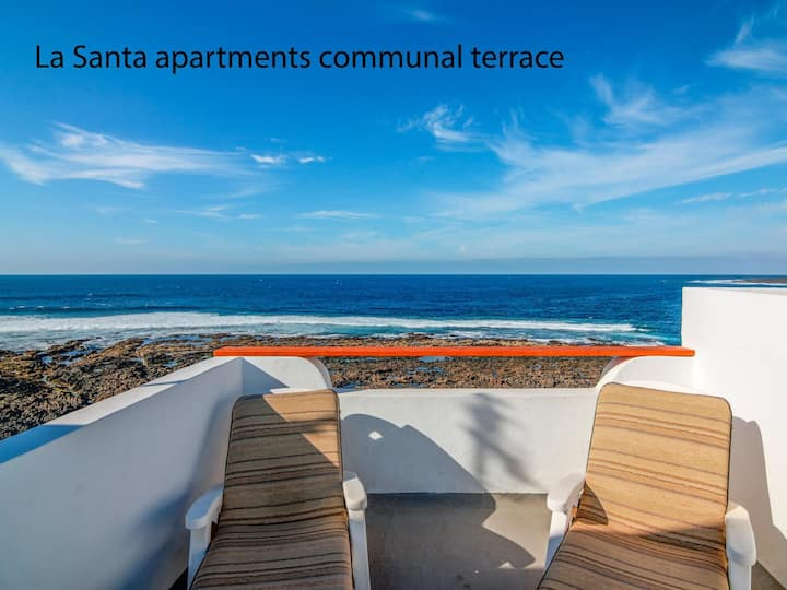 La Santa 4- Frontline apartment with amazing sea views from communal terrace