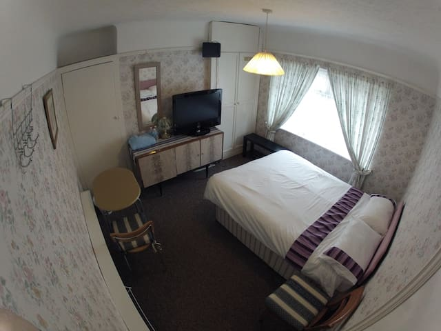 Double room in a great location - Ellesmere Port - Casa