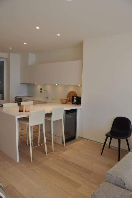 Large kitchen with all facilities, dining for 4 persons, winecarve, dishwasher