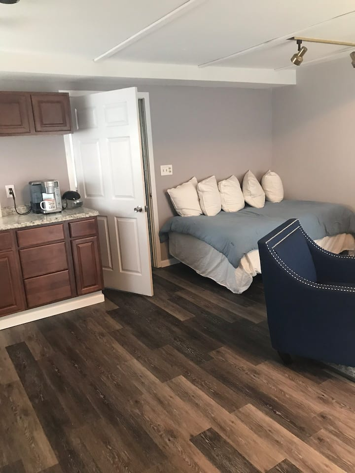Lakefront suit apartment