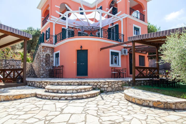 June Offer!! Stylish House close to Porto Katsiki