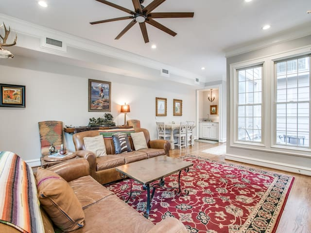 University Park Furnished Townhome