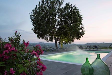 3 Leiligheter på vingård. Totalt 10 senger - Castelnuovo Calcea - Leilighet