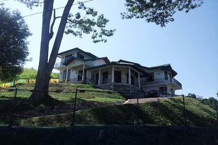 Clavering Heights B&B (Villa with hotel comforts) - Gampola