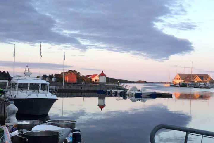 Bakkasund. Flott rorbu med nydelig utsikt.