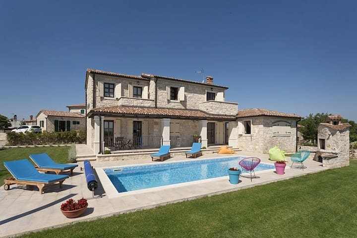 Villa Relax with swimming pool - Vižinada - House