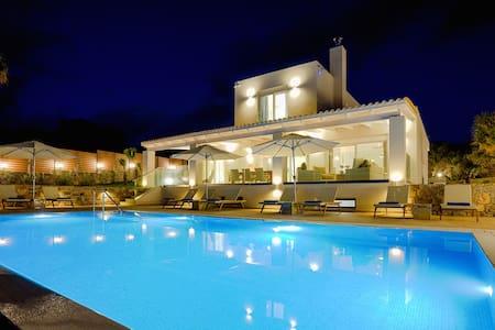 Brand New Luxury Villa Aquarius - Σίσι - 別荘