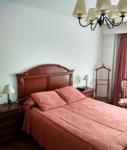 Amplia y luminosa habitación privada en  Ourense