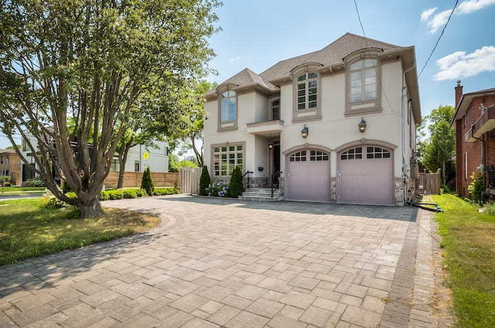 Luxurious House in Heart of North York