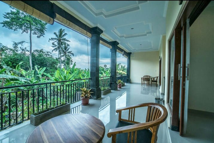 Saputra guesthouse W/pool&AC | bed and breakfast