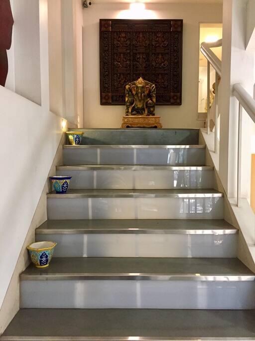 Ganesha, at the stairway landing
