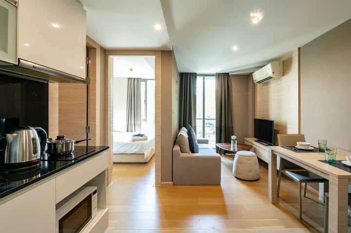 泰国曼谷市中心轻轨站Chongnonsi和地铁站Silom整套高级舒适一居室
