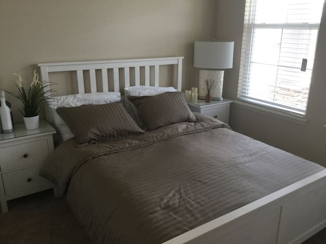 Comfortable Modern  New Room - Auburndale - Dom