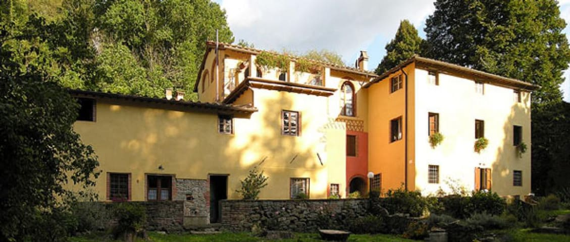 Renovated apartment in ancient farmhouse with pool - Pescaglia - Appartement