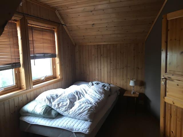 Soverom med 120cm seng