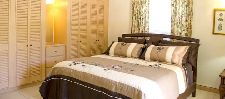 Spacious Villa Suite Only 20-Minutes From The City