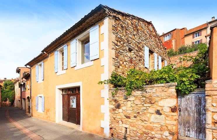 Beautiful Luberon village house with private pool. - Roussillon - Rumah