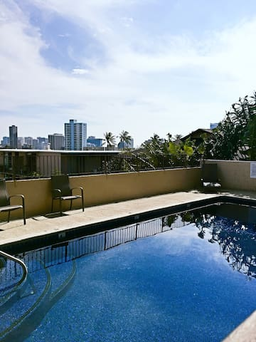 Newly Renovated Condo In Town w/ AC+WiFi+laundry! - Honolulu - Apartment