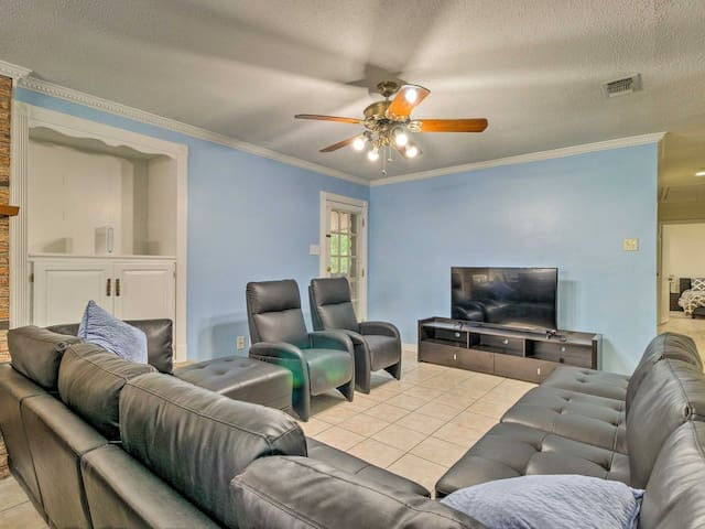★NEW! Gulfport Home ★  Walking Dist from Beach★