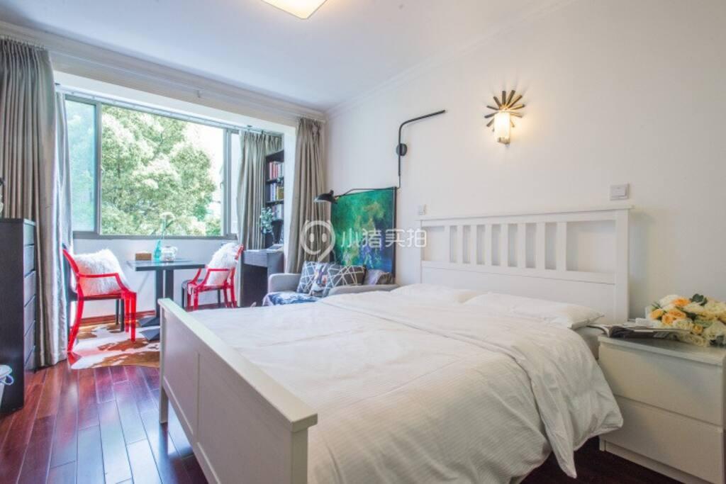 全白色床品,乳胶大床垫,让您睡到不想起床