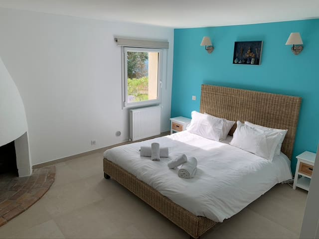Bedroom swimming pool level with queen bed