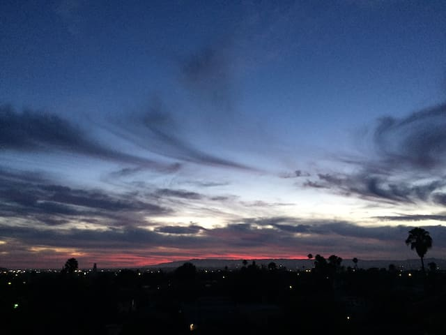 Cozy Apartment centrally located with the best view in LA!!