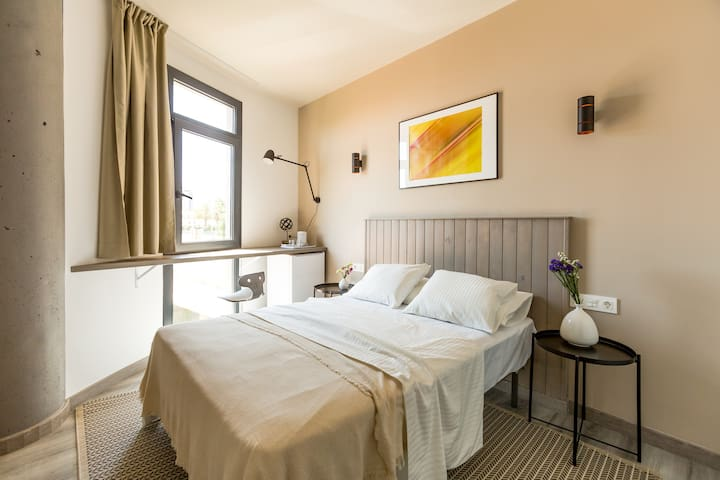 Room for 2 persons, 7 min from the beach