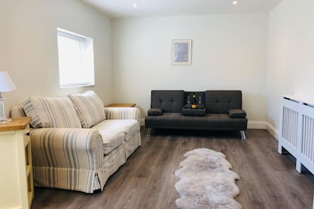 Selsey home a stone throw from the beach