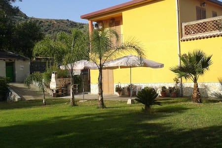 """Villa indipendente """"Il Melicucco"""" - Furci Siculo - Willa"""