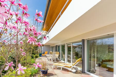 Große Ferienwohnung mit Terrasse + Garten