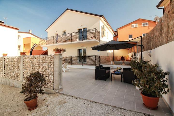 Appartment Casa Pudarica 1 - Rovinjsko Selo - House